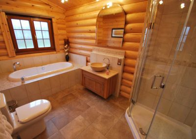 Cedar Lodge Eye Kettleby Lakes Bathroom Two