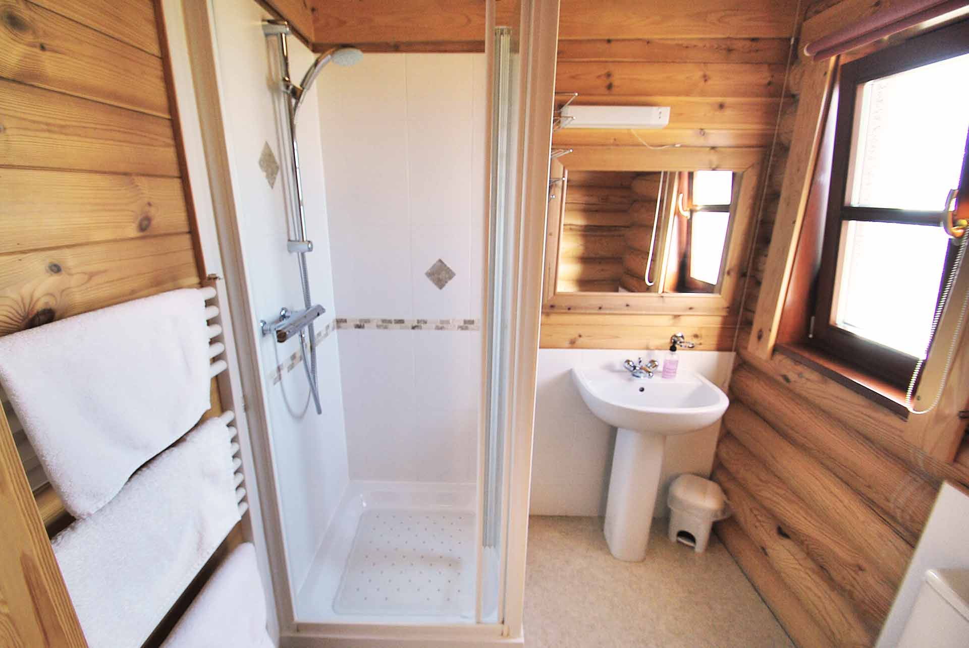 Holly-Ensuite-Eye-Kettleby-Lakes
