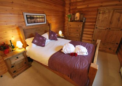 Holly-Lodge-Bedroom-Eye-Kettleby-Lakes