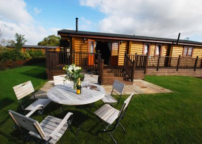 Holly-Lodge-Outside-Seating-Eye-Kettleby-Lakes
