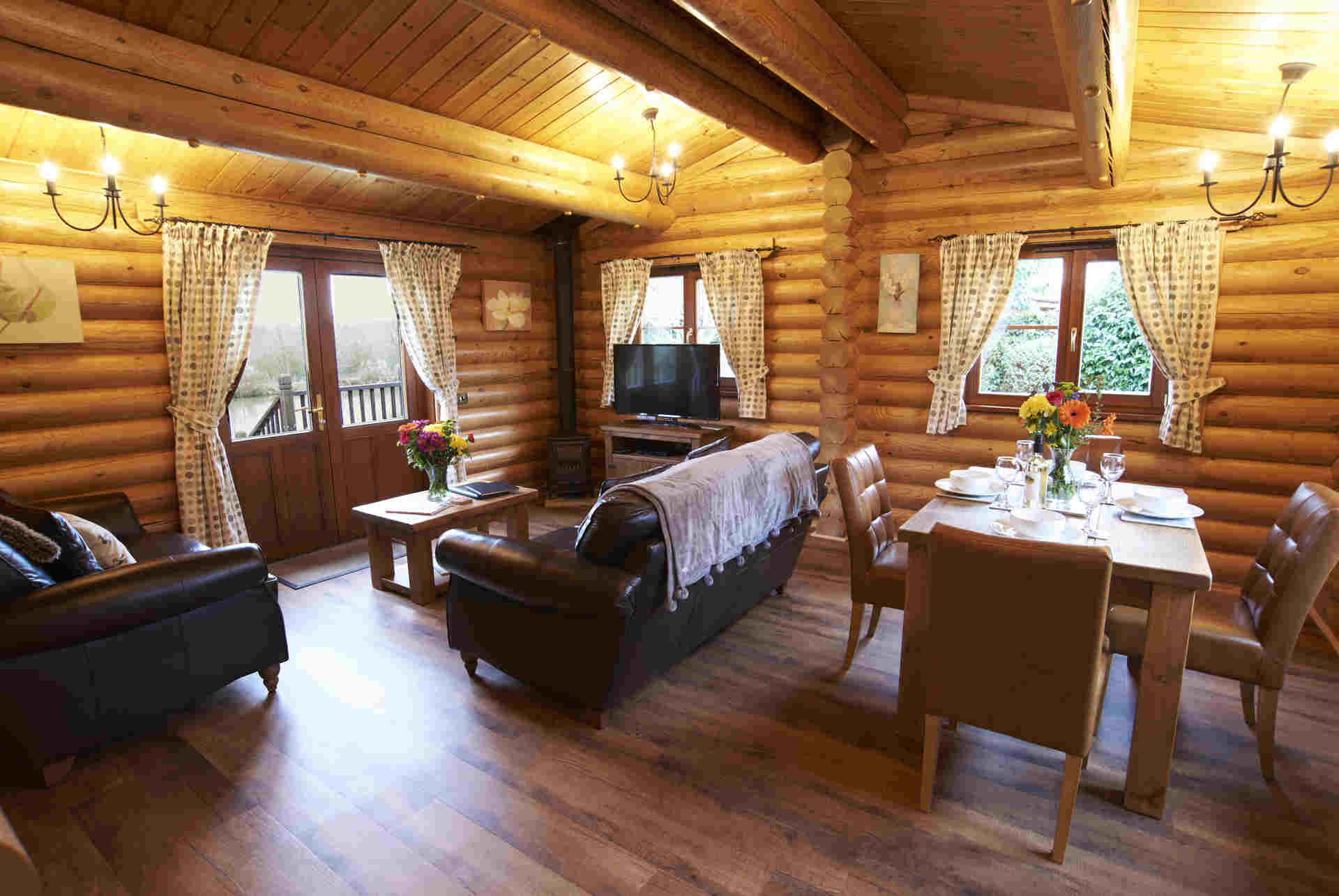 Maple-Lodge-Lounge-Eye-Kettleby-Lakes