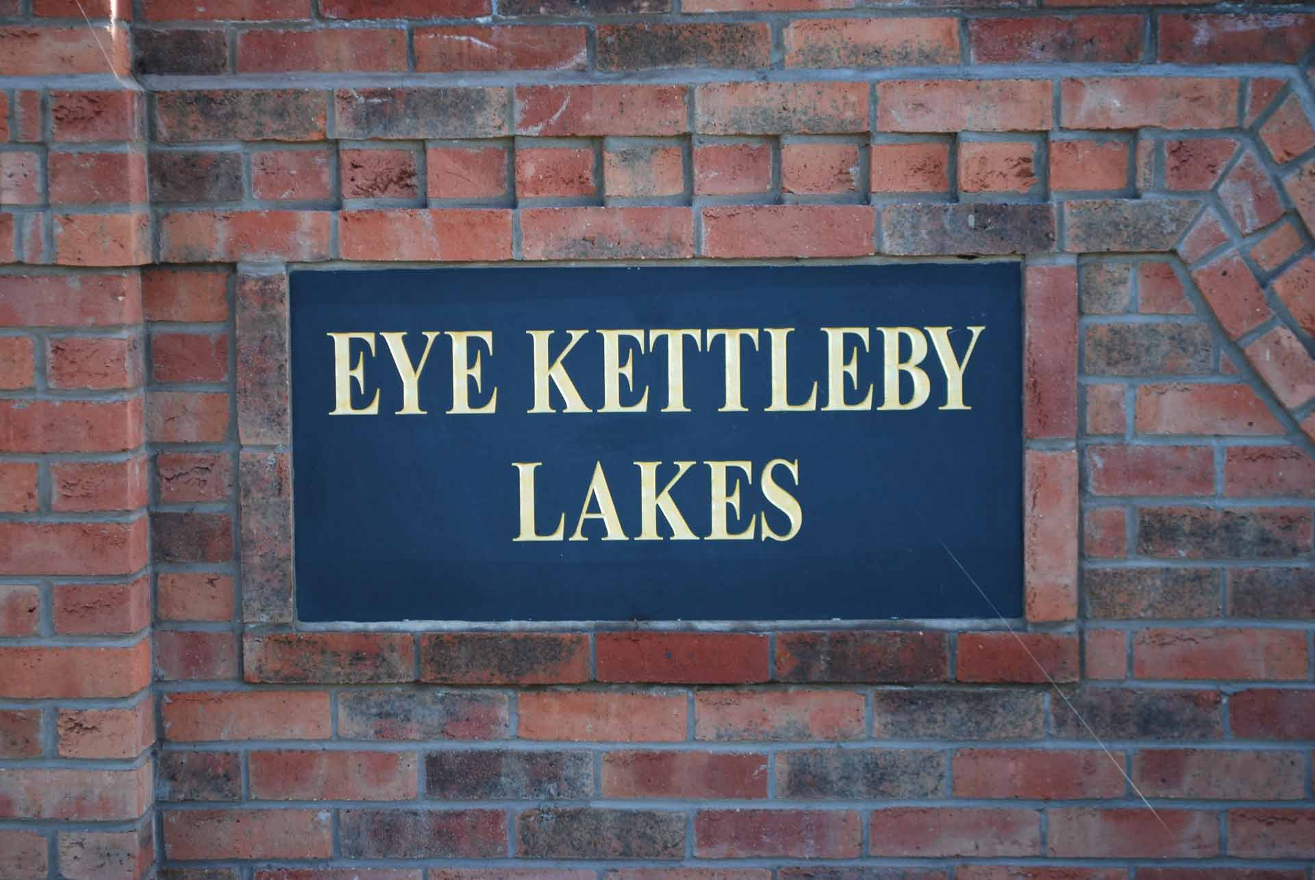 Maple-Lodge-Sign-Eye-Kettleby-Lakes