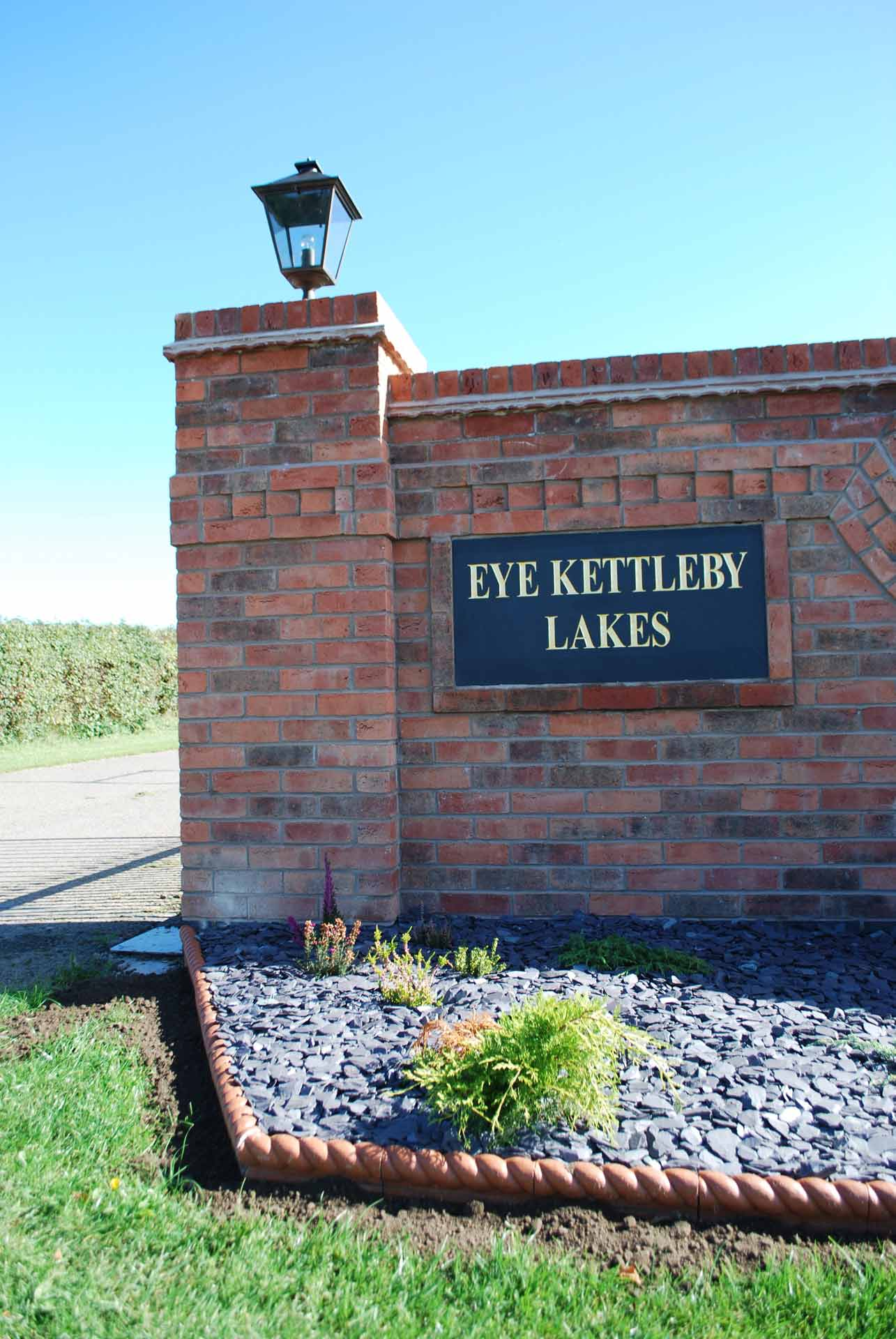 Oak-Lodge-Sign-Eye-Kettleby-Lakes