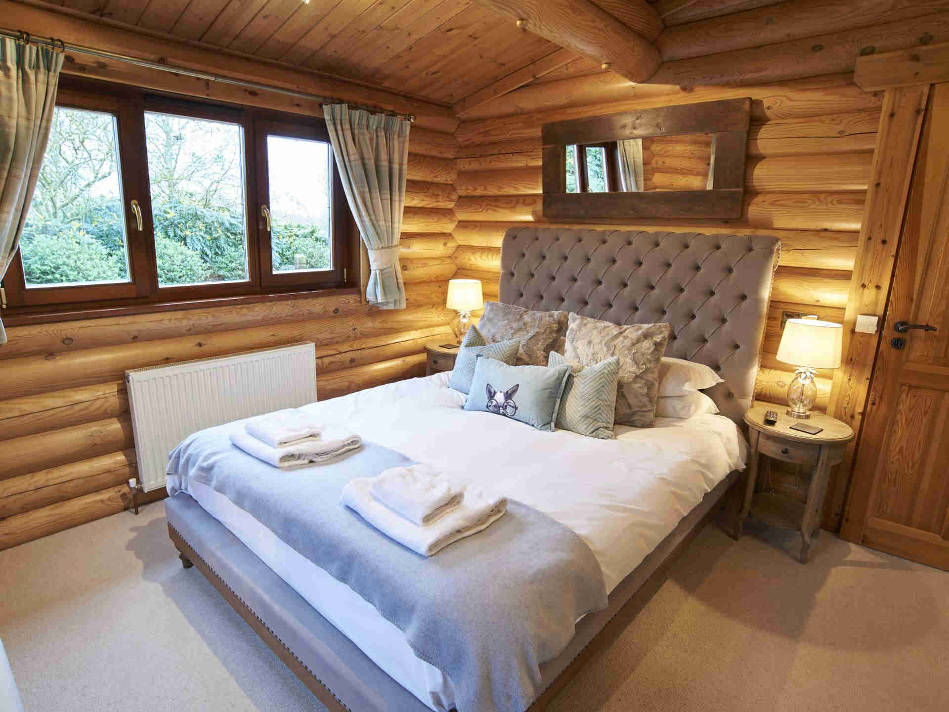 Rowan-Lodge-Bedroom-Eye-Kettleby-Lakes