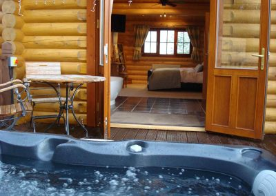 Rowan-Lodge-Hot-Tub-Eye-Kettleby-Lakes