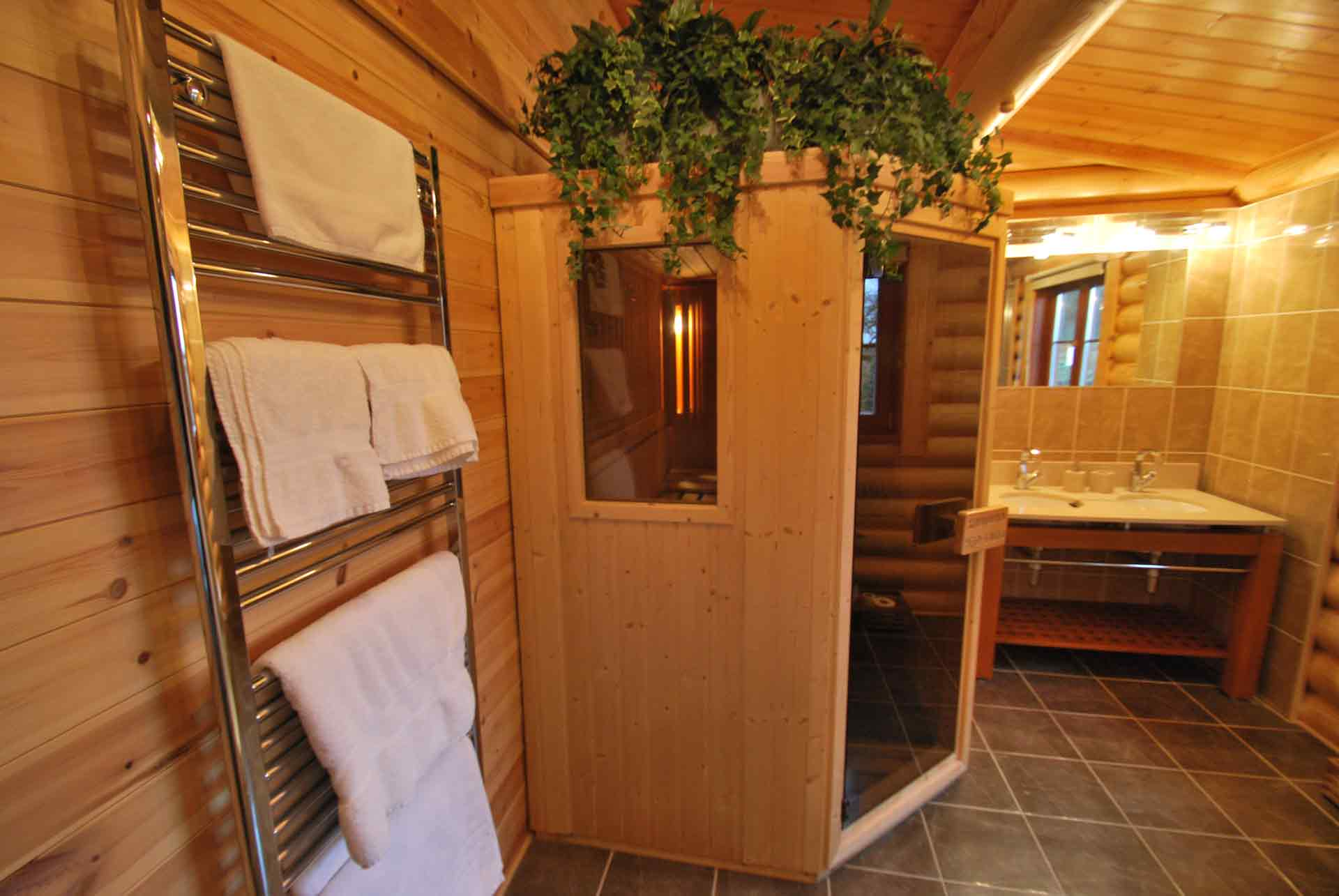 Rowan-Lodge-Sauna-Eye-Kettleby-Lakes