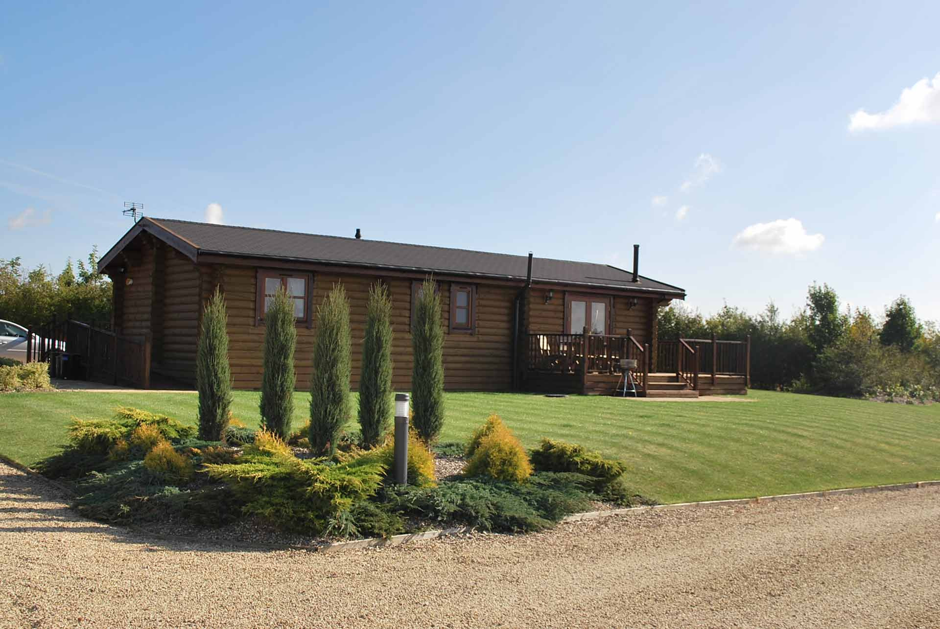 Sycamore-Lodge-Outside-Eye-Kettleby-Lakes.jpg