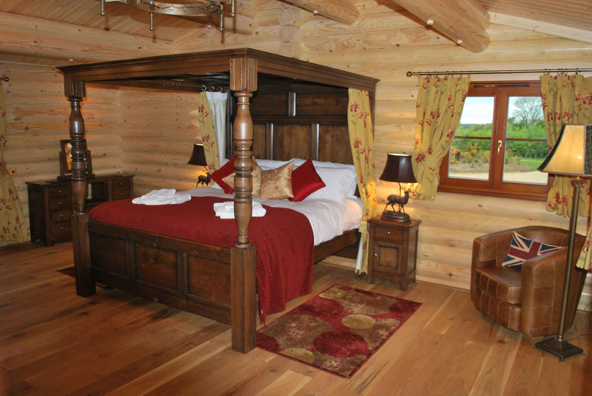 Walnut-Lodge-Bed-Eye-Kettleby-Lakes
