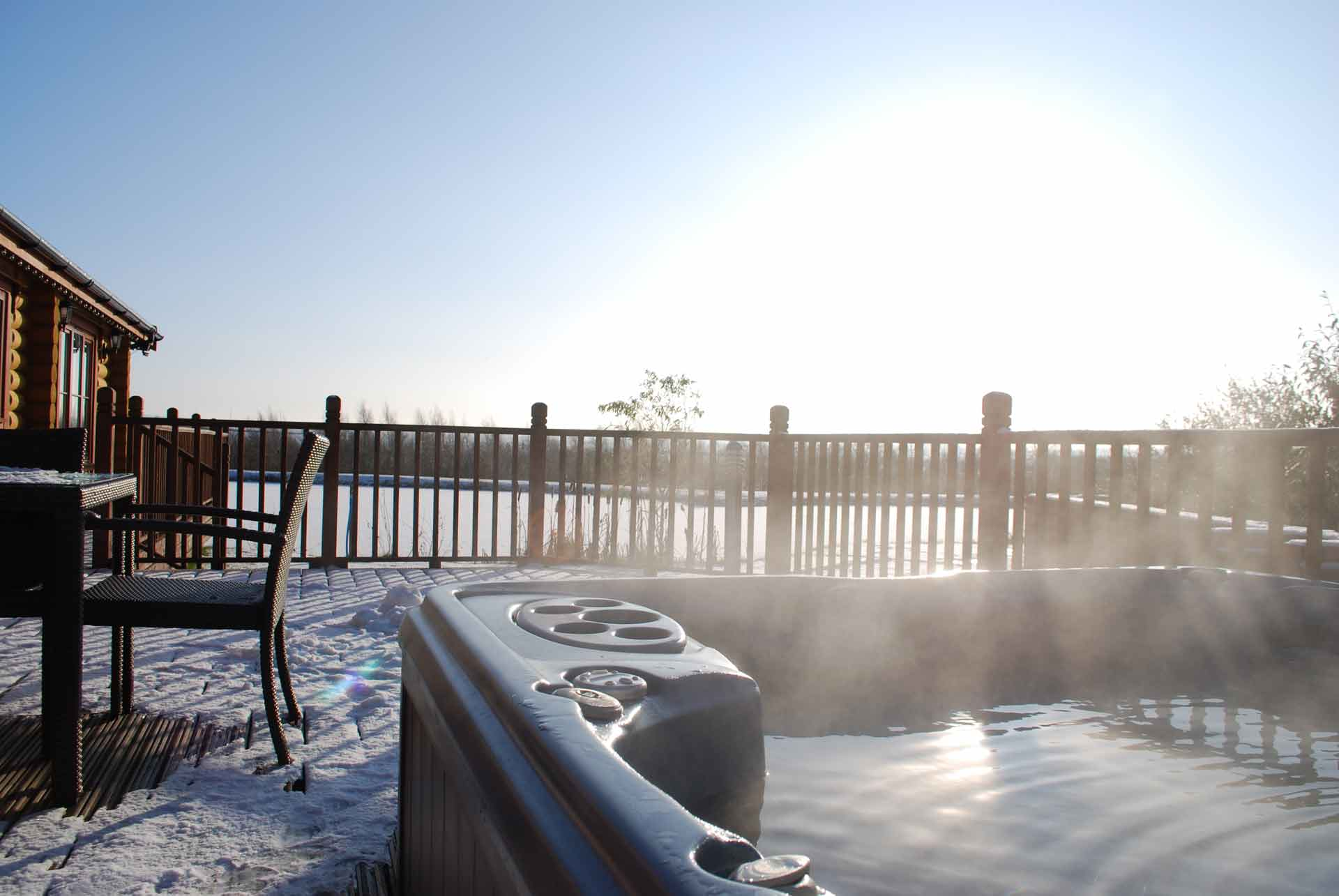 Walnut-Lodge-Hot-Tub-Eye-Kettleby-Lakes
