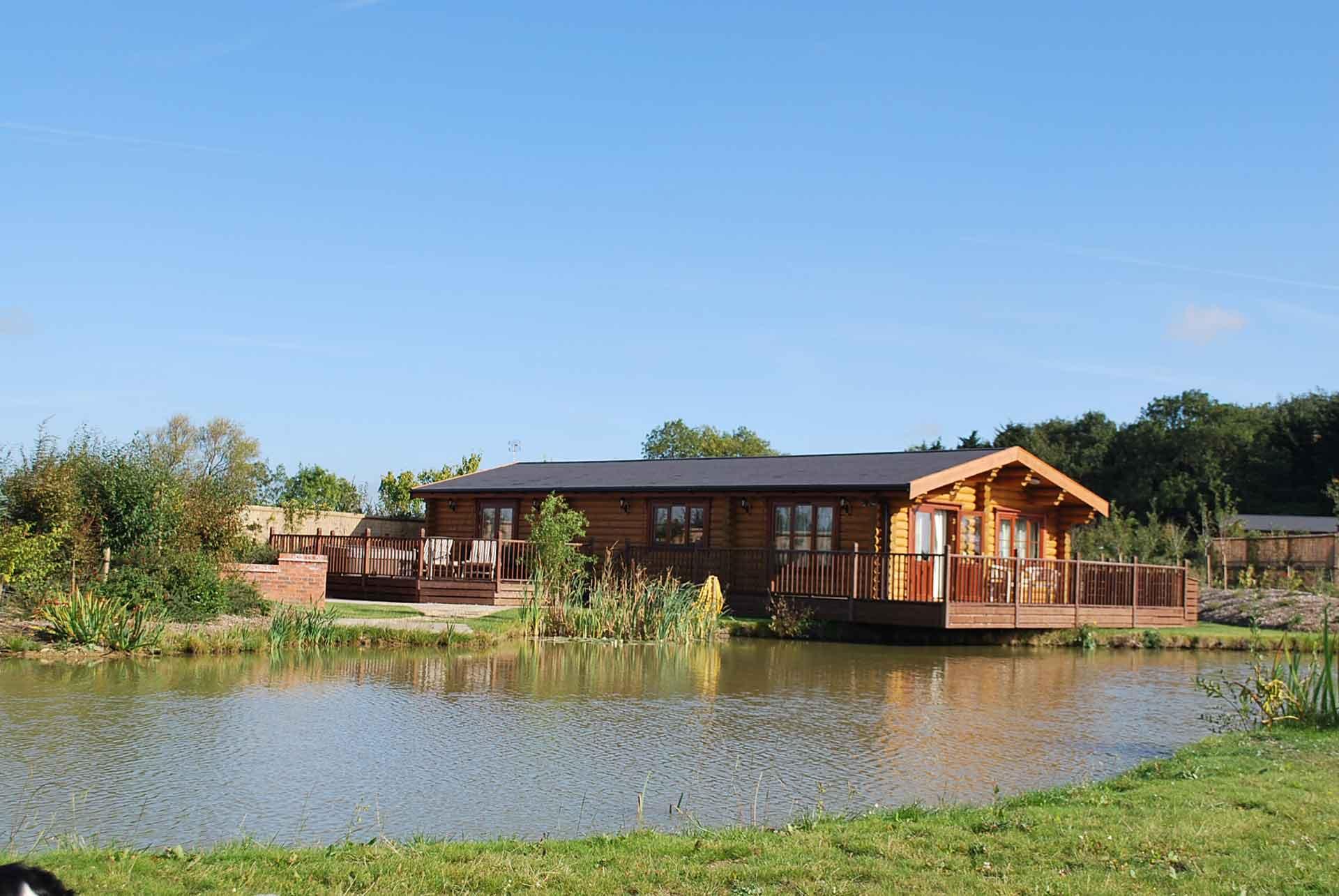 Walnut-Lodge-Lakeside-Eye-Kettleby-Lakes