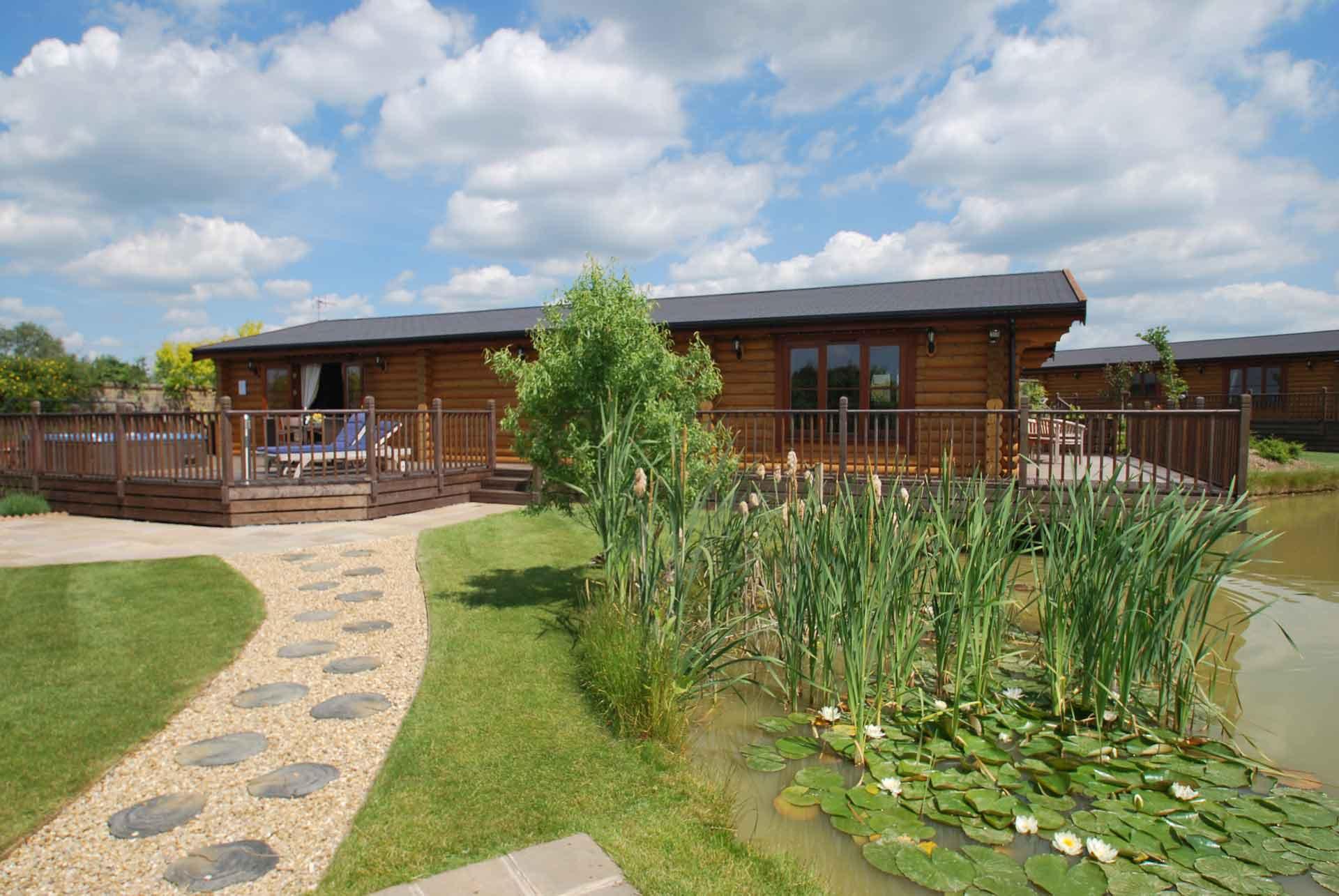 Walnut-Lodge-LilyPads-Eye-Kettleby-Lakes