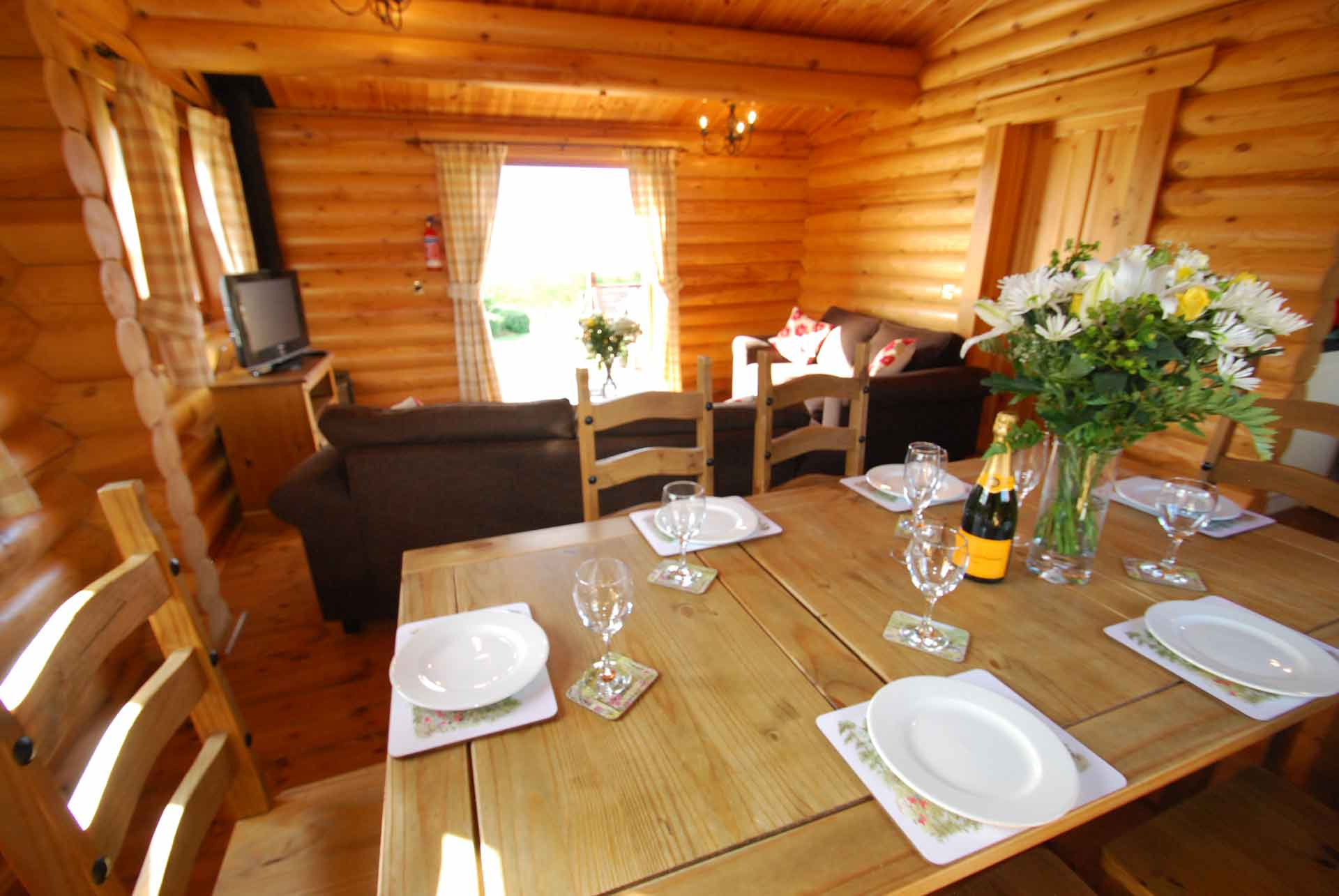 Willow-Lodge-Lounge-Eye-Kettleby-Lakes