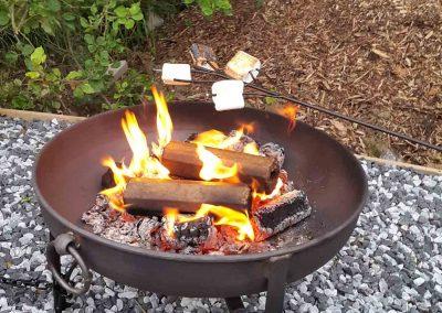 Eye-Kettleby-Lakes-Glamping-Pod-Fire-Pit
