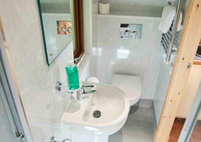 Eye-Kettleby-Lakes-Glamping-Pod-en-suite-Toilet